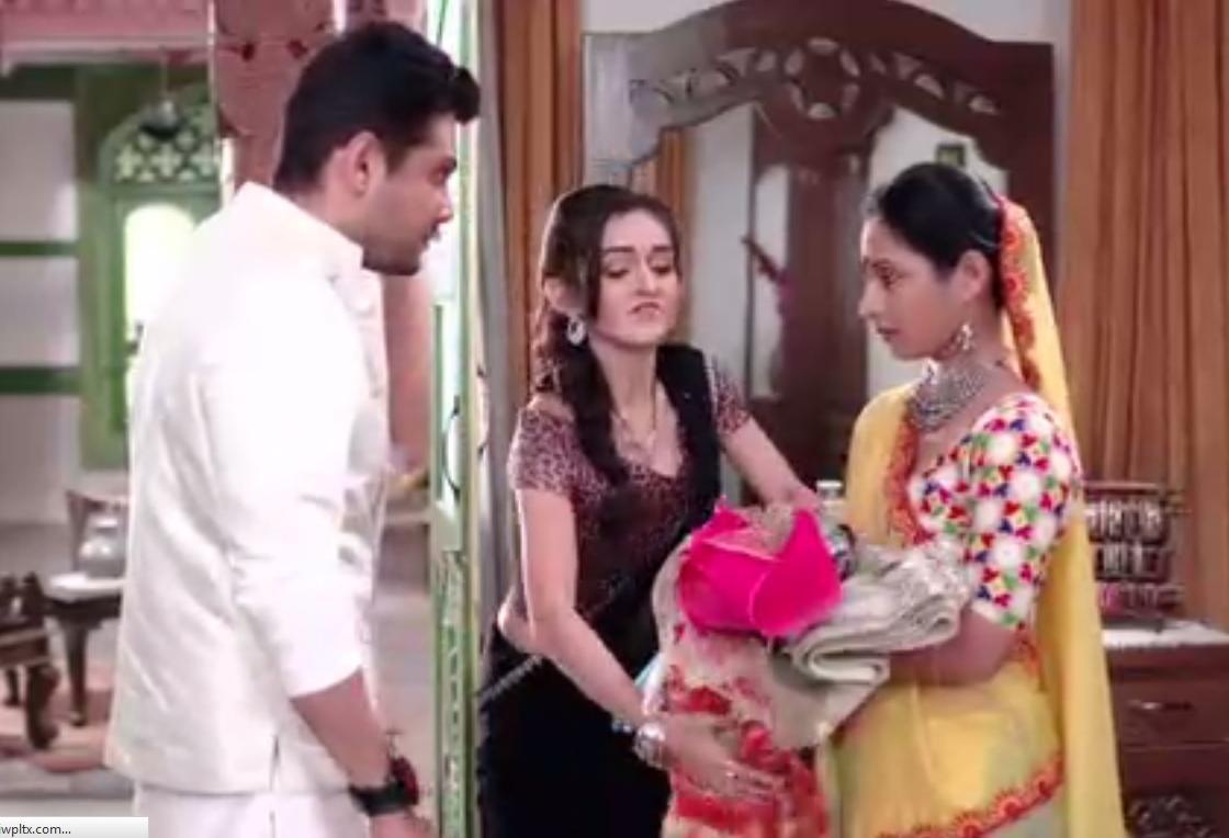 Saath Nibhana Saathiya: Bhavani wants to get intimate with Dharam, Dharam rubbishes