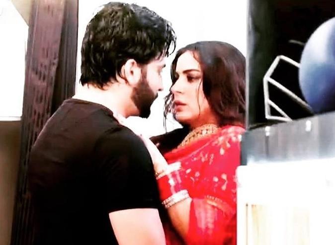 Kundali Bhagya: Rain romance for Karan and Preeta's on wedding night